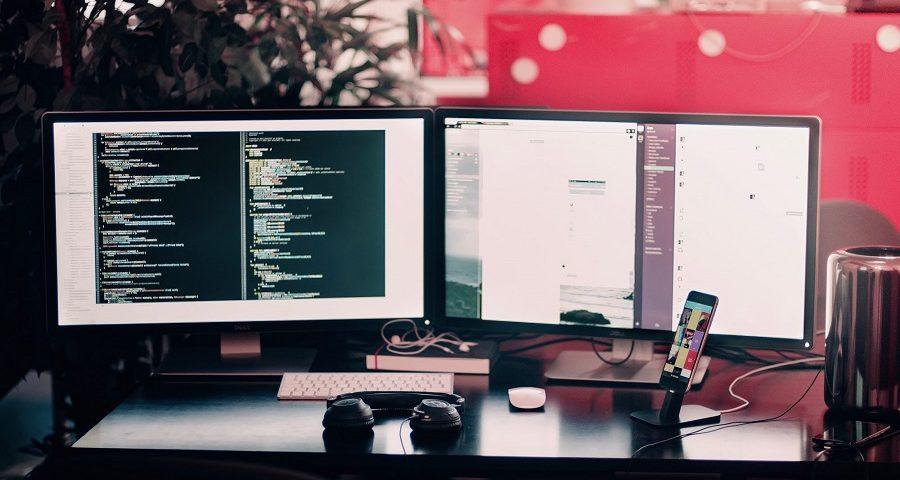 Biurka komputerowe dla pracowników biura – rodzaje